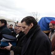 Musulmans, juifs et policiers pleurent Ahmed Merabet