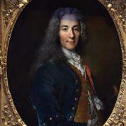 Charlie hebdo :Versailles expose Voltaire en hommage