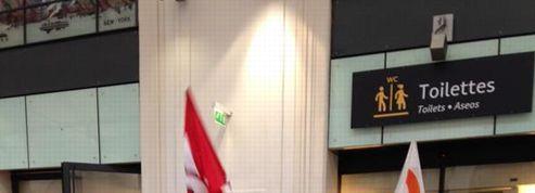 Dans les gares parisiennes, les «dames pipi» bloquent les toilettes