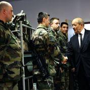 Le Drian souhaite revoir à la hausse les effectifs militaires