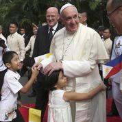 Le pape François accueilli avec ferveur aux Philippines