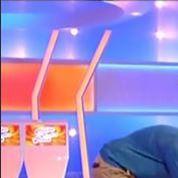 Nagui se retrouve à quatre pattes sur France 2