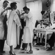 1947 : Le New Look de Christian Dior révolutionne la mode