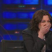 L'interminable fou rire d'Anne Hathaway chez Jon Stewart