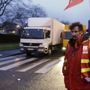 Les routiers bloquent plusieurs sites logistiques