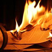 Autodafé de Daech: quand les fanatiques du Coran brûlent des livres