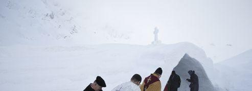 En Roumanie, une église toute en glace