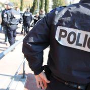 Après les attentats, la cote de popularité de la police fait un bond
