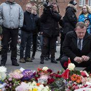 Choqués, des centaines de Danois se recueillent à Copenhague après les attaques