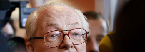 «Influence» juive : Jean-Marie Le Pen prend la défense de Roland Dumas