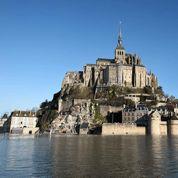Grandes marées: le Mont-Saint-Michel redevient une île