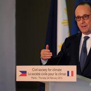 Hollande condamne la rencontre des parlementaires avec Assad