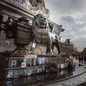 Sept semaines après le 11janvier, les fleurs fanées du «mémorial Charlie»