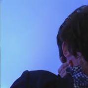 Nicolas Bedos embrasse à pleine bouche Patrick Cohen