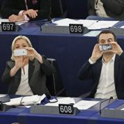 Après les accusations de fraude, le FN s'amuse sur les bancs du Parlement européen