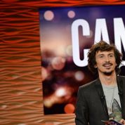 Canapé Quiz :Arnaud Tsamère annonce le retour de l'émission sur TMC