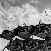 Hitler rétablit le service militaire obligatoire en 1935