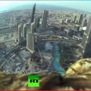 À Dubaï, un aigle s'envole depuis le plus haut gratte-ciel du monde