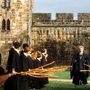 Harry Potter pose son balai à Saint-Denis