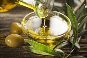 L'huile d'olive faut baisser le taux de mauvais cholestérol (LDL) et augmente le taux de bon cholestérol.