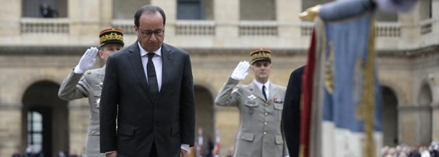 Attentats de Paris: suivez l'hommage national aux victimes aux Invalides
