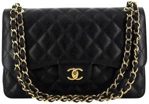 7fd090b5eb Le sac Timeless de Chanel au double C incarne l'âme et l'esprit de Coco  Chanel. Il est, comme son nom l'indique, un intemporel de la maison Chanel  à avoir ...