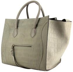 Créé en 2011, le sac Phantom de Céline est une déclinaison du célèbre  Luggage. Il a su conquérir le coeur des modeuses par ses couleurs, ses  matières et son ... 1de435ac15a