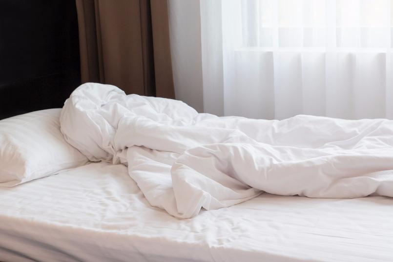 Un homme retrouv dans son lit plusieurs mois apr s sa mort - Lit avec environnement ...