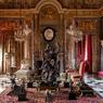 Dans le salon d'Apollon au décor grandiose, le goût profond de Jacques Garcia pour le XVIIe siècle s'exprime à travers l'esprit de deux personnages qu'il apprécie particulièrement pour le rôle qu'ils ont joué dans les arts décoratifs: Mazarin et Mme de Montespan.