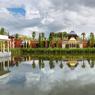 À la fois intime et majestueux, le pavillon moghol du Champ de Bataille est l'heureux aboutissement de vingt années d'acquisitions en Inde, chez les antiquaires et dans les bazars.