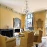 L'autre grand classique dont le succès ne se dément pas, est le bien de grand luxe, qu'il s'agisse d'un hôtel particulier ou d'une maison. Les larges volumes de ce 200 m² et sa vue sur la mythique place des Vosges, sont partis à 27.000 €/m².