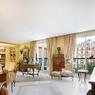 Pour avoir un pied à terre avenue Montaigne, une adresse qui est aussi celle des grands noms du luxe, un acheteur a payé 25.000€/m² ce 115 m².