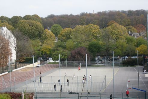 À la Mairie de Paris, on se félicite de ce projet qui va offrir aux Parisiens des équipements sportifs et des logements sociaux.
