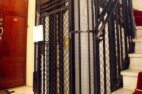 L'échéance de juillet prochain en matière de modernisation porte notamment sur les dispositifs de téléalarme et la précision d'arrêt de l'ascenseur. Crédit: Richard Vialeron/Le Figaro