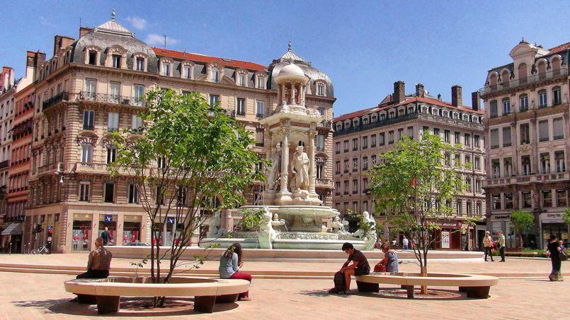 A Lyon, les prix sont en hausse de 2%sur un an, à 3250 €/m2. A ne pas manquer, le 4 octobre, notre numéro spécial «Immobilier Rhône-Alpes» sur la capitale des Gaules et ses arrondissements.