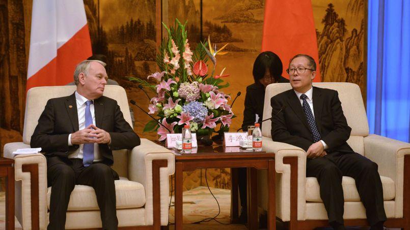Jean-Marc Ayrault avec Li Hongzhong, le puissant secrétaire du comité du Parti communiste de la province du Hubei.