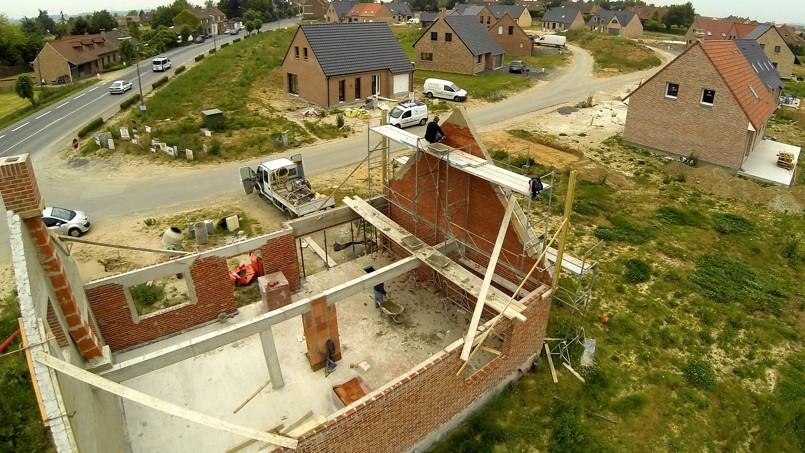 Si la construction de logements pique du nez, l'effondrement du marché de la maison individuelle en est grandement responsable.