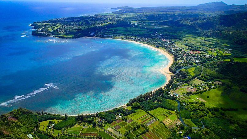 La baie d'Hanalei, sur l'île de Kauai. Crédit: Flickr @ Christian Arballo.