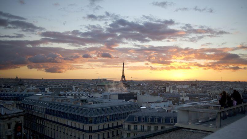 Les toits de Paris, vu du dernier étage des galeries Lafayettes, à Opéra.