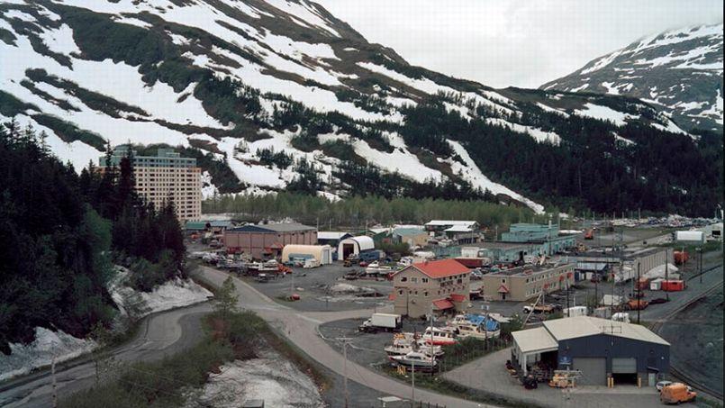 Whittier, vue de l'immeuble désaffecté Buckner Building. Crédit: Jen Kinney/capture d'écran @ Gizmodo.