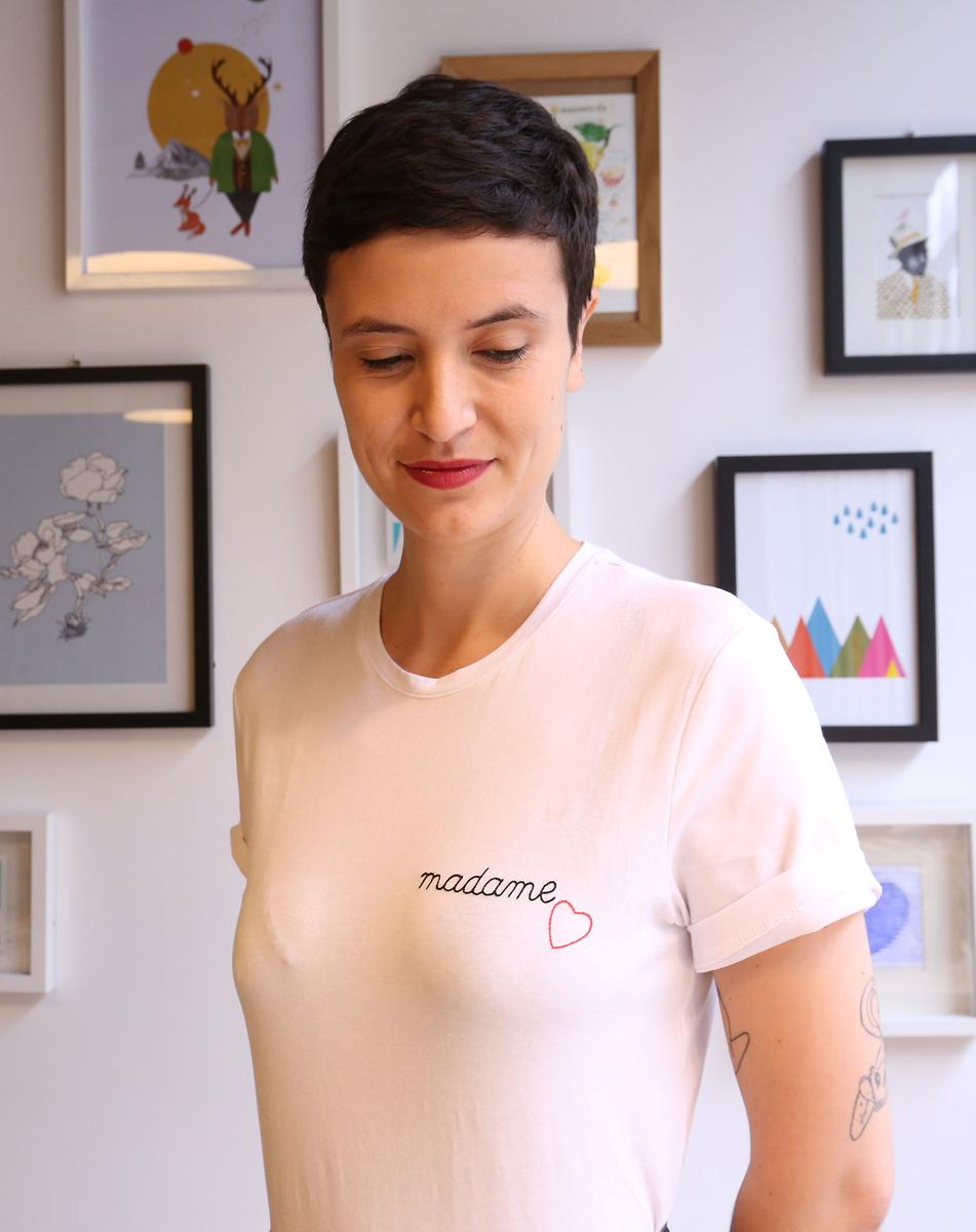 comment broder un message sur un tee shirt madame figaro. Black Bedroom Furniture Sets. Home Design Ideas