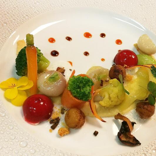Légumes d\u2019hiver et parmesan à la betterave