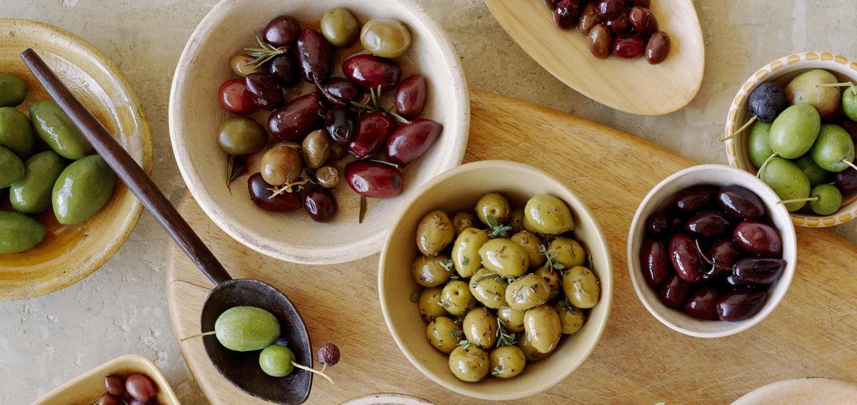 Vertes, noires, cassées… Comment choisir des olives de qualité ?