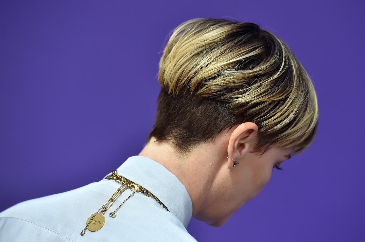 Coupe Courte Femme Effet Boule   Coiffures Cheveux Longs