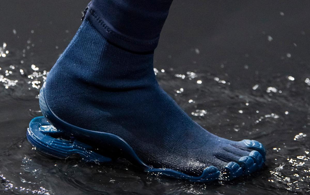 """Balenciaga marche vers le futur avec son soulier """"cinq orteils"""""""