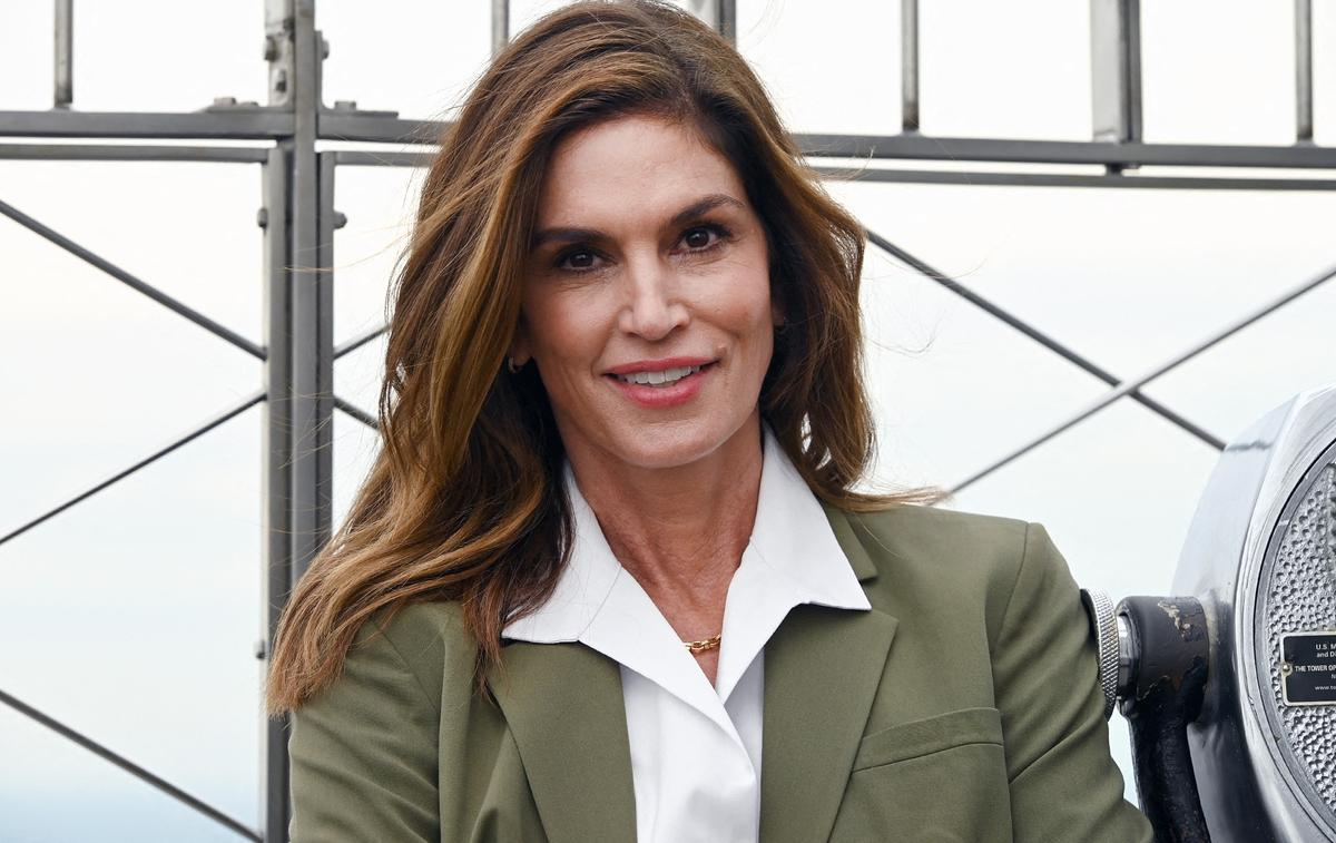 On Cindy Crawford's birthday, Kaia Gerber unveils a vintage photo of her mother