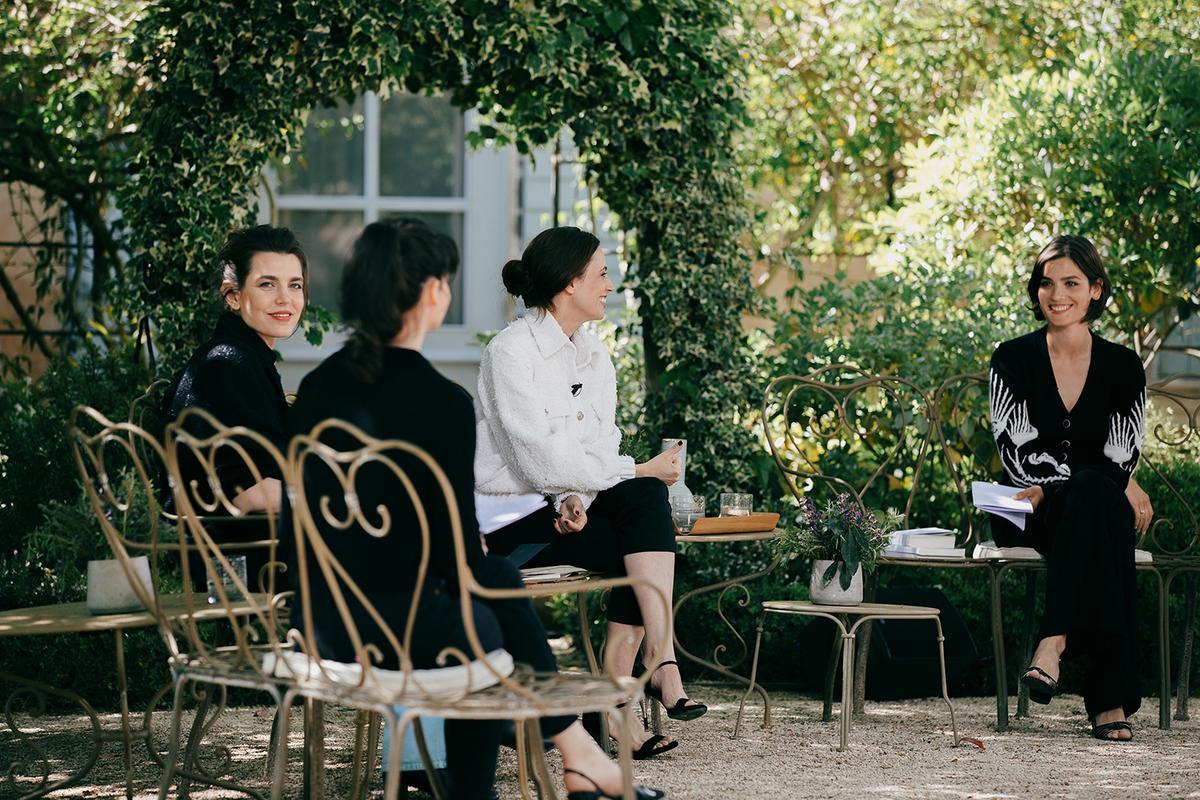 Charlotte Casiraghi impressionne en animatrice du club littéraire de Chanel