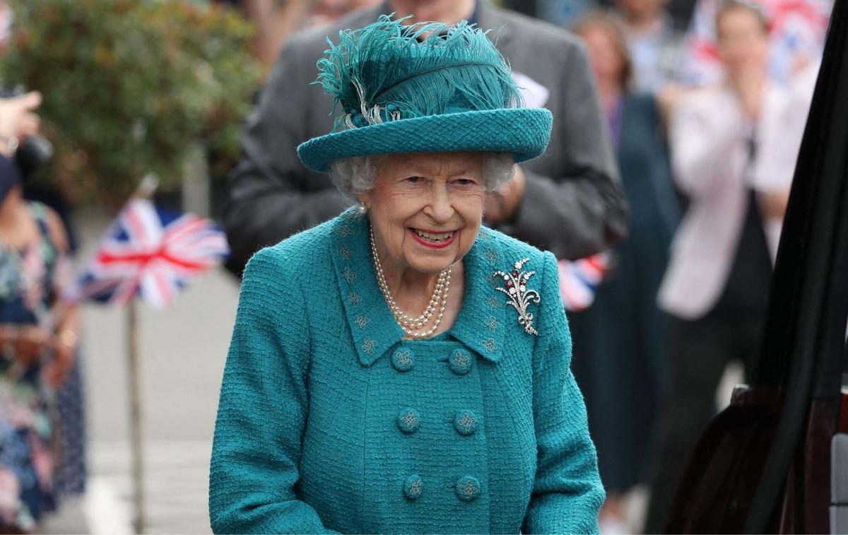 """Un premier portrait de la nouvelle Elizabeth II de """"The Crown"""" a été dévoilé"""
