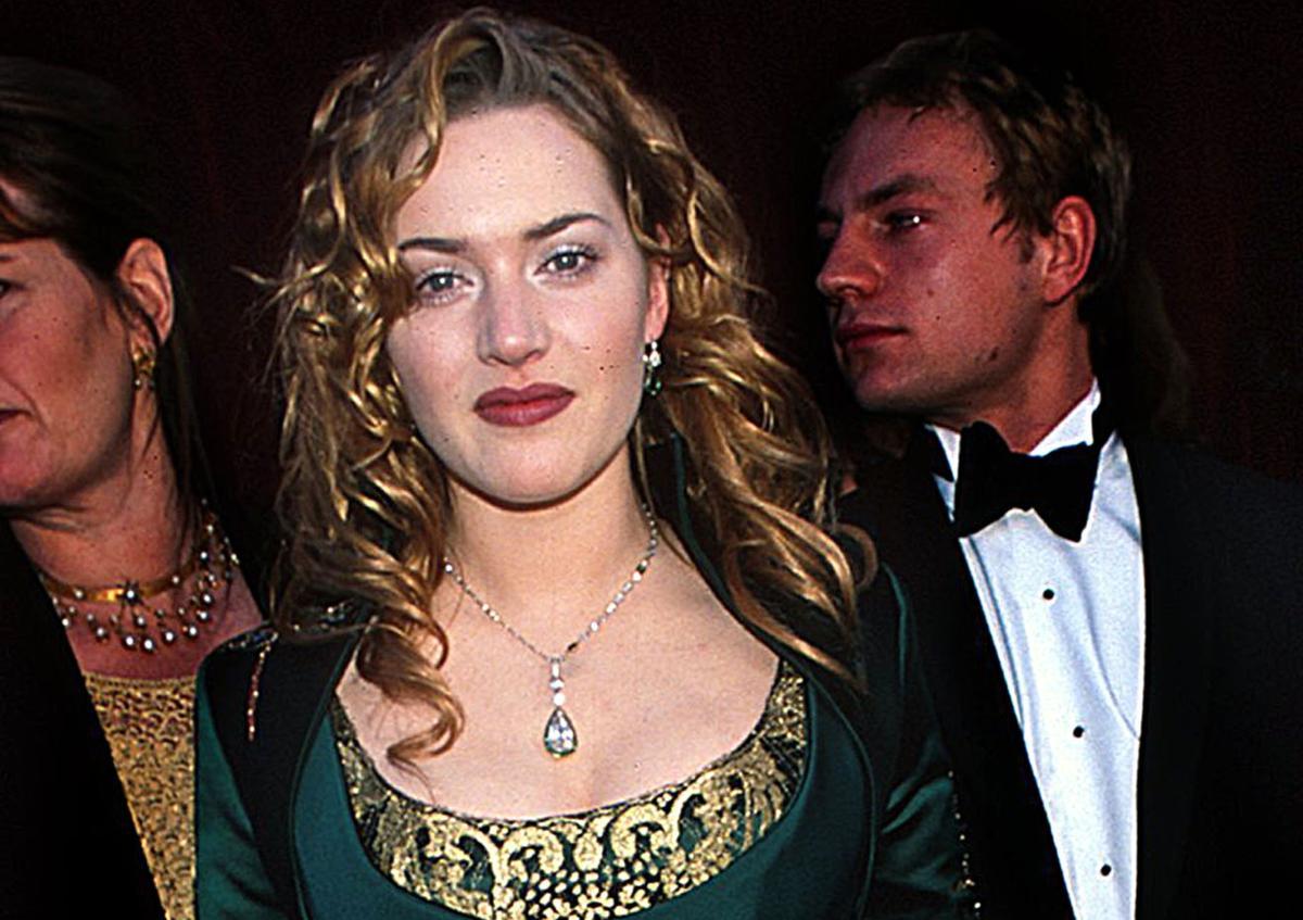 """""""Une sculpture brodée"""" : Kate Winslet revient sur la robe qu'elle portait aux Oscars l'année de """"Titanic"""""""