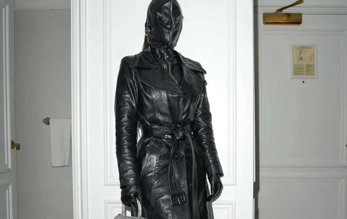 Kim Kardashian et sa cagoule en cuir SM choquent les rues de New York
